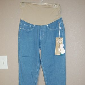 NWT Bella Vita Crop Jeans Rhinestone Decoration